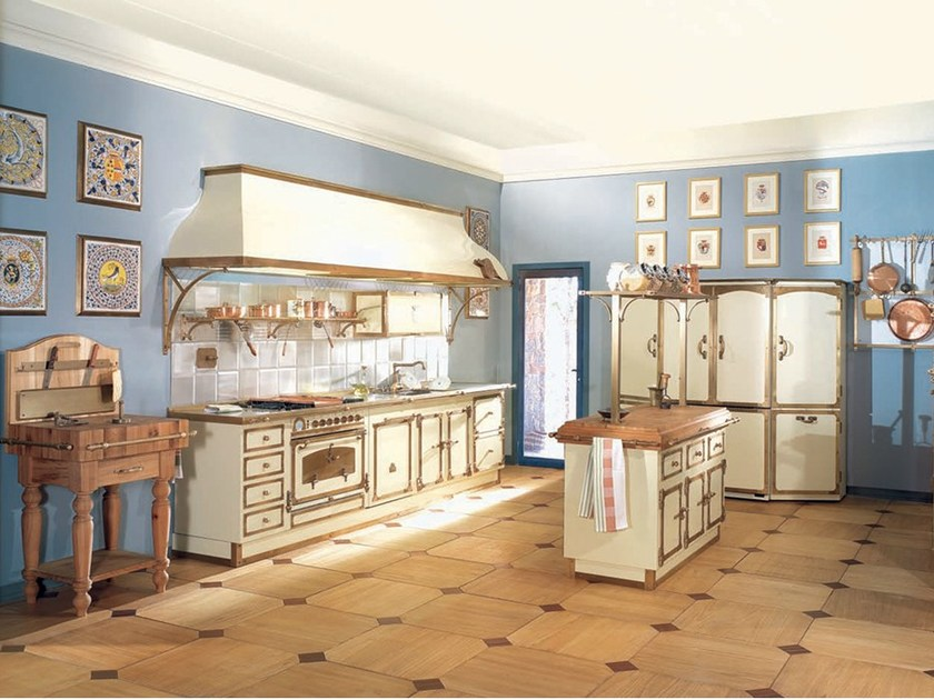 Kitchen with island GUICCIARDINI PALACE by Officine Gullo
