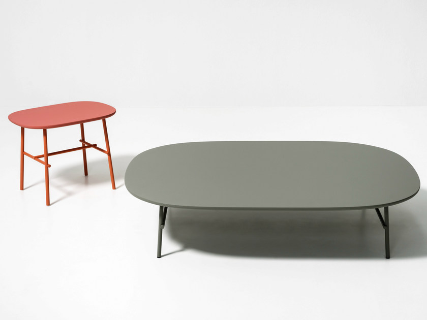 Lacquered oval wooden coffee table KELLY B by Tacchini