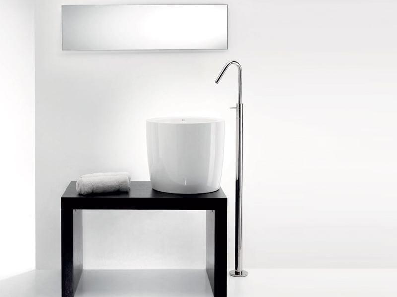 Ceramic washbasin TOTEM by A. e T. Italia
