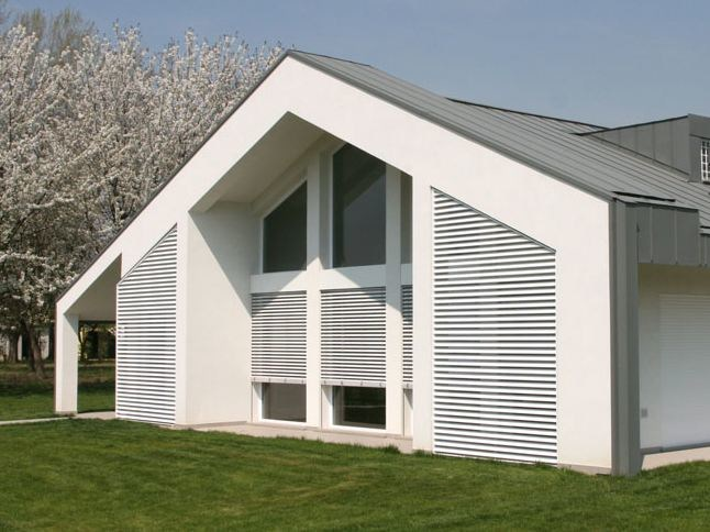 Adjustable aluminium solar shading with folding louvers Adjustable solar shading by STUDIO 66