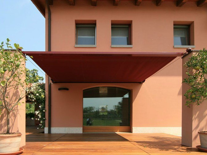 Motorized sliding awning with guide system Sliding awning by STUDIO 66