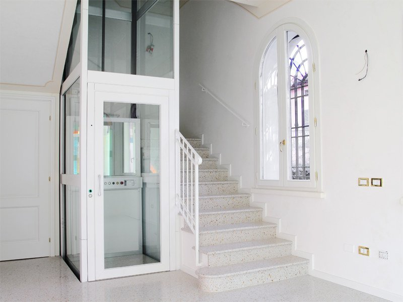 Electric house lift domoFLEX by AREALIFT