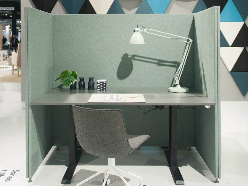 Sound absorbing free standing workstation screen SONEO | Free standing workstation screen by Abstracta