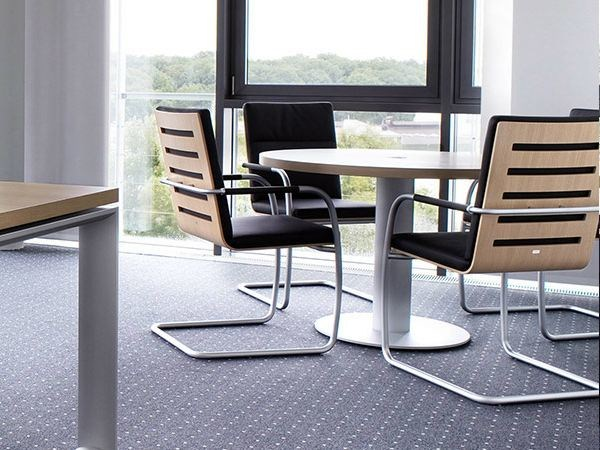 Wooden meeting table SONO | Round meeting table by RENZ