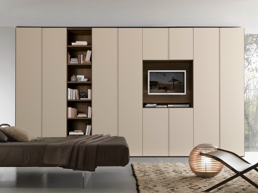 Sectional wardrobe with built-in TV Tecnopolis anta LISCIA by Presotto