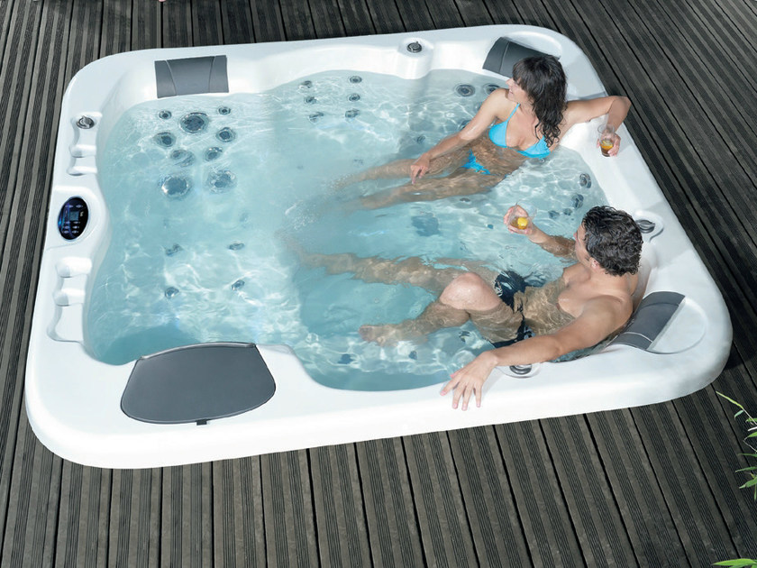 Hot tub for chromotherapy 6-seats COUNTRY by Gruppo Geromin