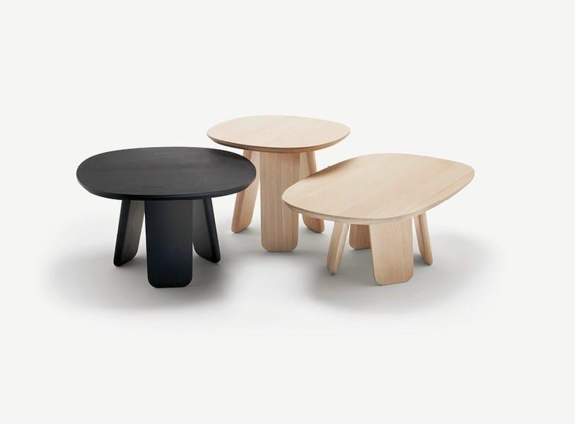 Low oak coffee table TRIKU | Coffee table by ALKI