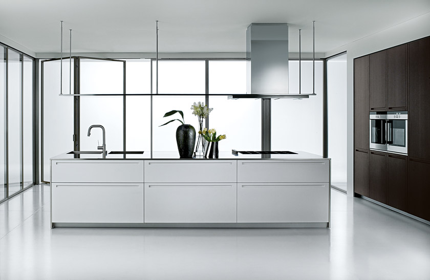 Lacquered kitchen with island LT by Boffi