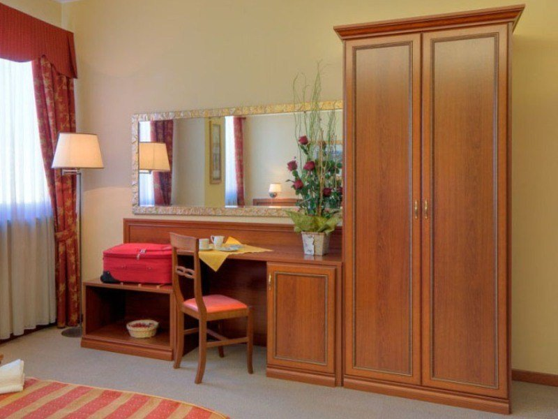 Melamine-faced chipboard wardrobe for hotel rooms CLEAR | Wardrobe for hotel rooms by Mobilspazio