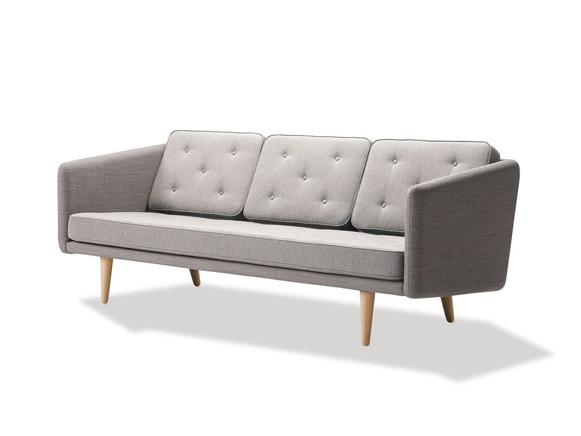 3 seater fabric sofa NO 1 | 3 seater sofa by FREDERICIA FURNITURE