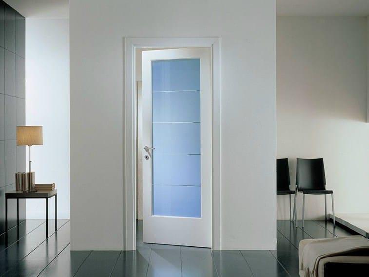 межкомнатная белая дверь