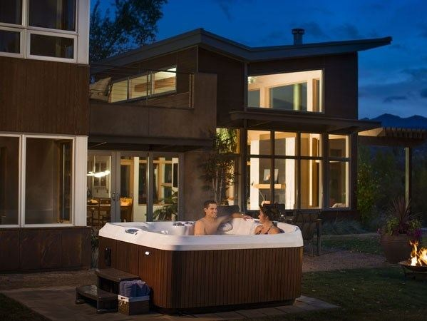 Hydromassage hot tub for chromotherapy 6-seats J-465 by Jacuzzi