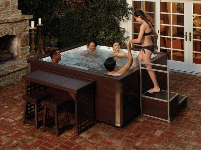 Above-ground hydromassage hot tub 5-seats J-LXL by Jacuzzi