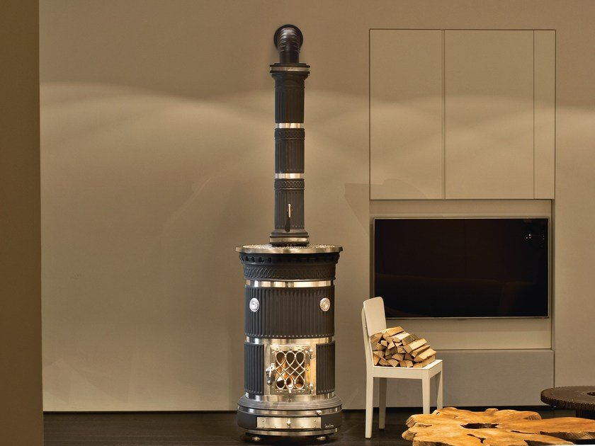 Wood-burning ceramic stove with Thermal Accumulation MARIA LUIGIA by Sergio Leoni