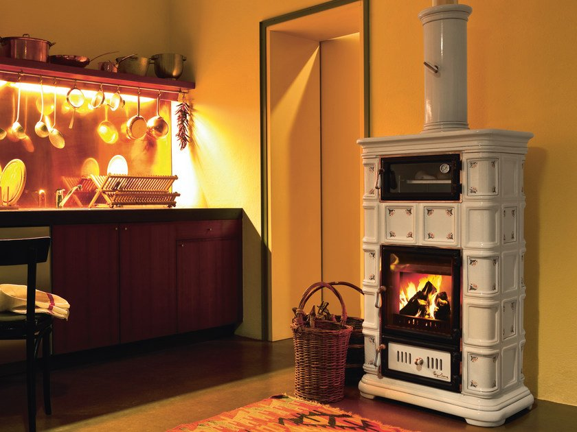 Wood-burning ceramic stove with Thermal Accumulation with Oven MARLENE | Stove with Oven by Sergio Leoni