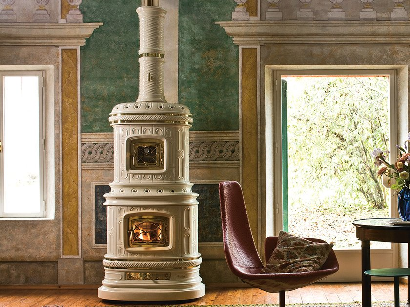 Wood-burning ceramic stove with Thermal Accumulation VIENNESE by Sergio Leoni