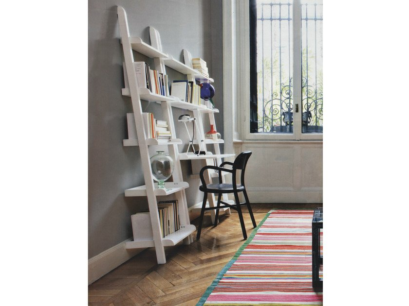 Wall-mounted lacquered modular bookcase YAT | Modular bookcase by Cinius