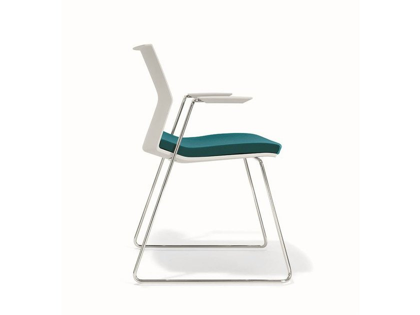 Sled base chair with linking device with armrests B_SIDE | Chair with armrests by BENE
