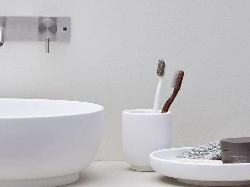 Korakril™ toothbrush holder JAPAN | Korakril™ toothbrush holder by Rexa Design