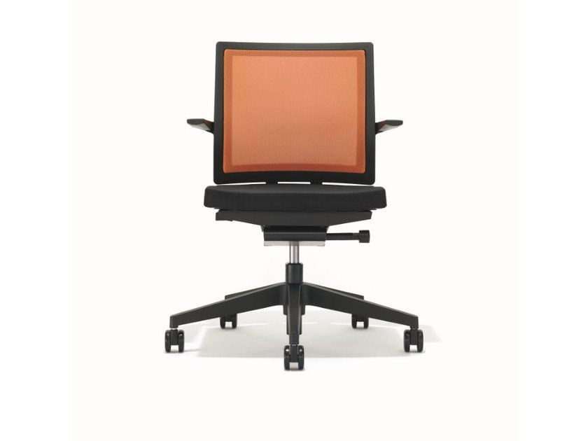 Ergonomic swivel task chair with armrests B_RUN | Task chair by BENE