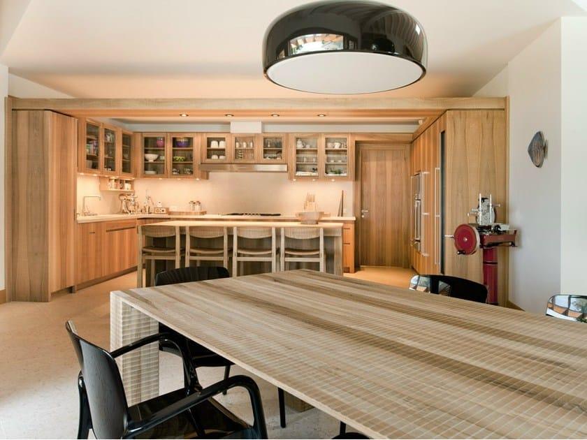 Cucina su misura in legno massello con isola cucina habito
