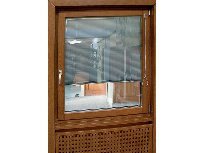 Casement window with built-in blinds EXTER VERBUND by De Carlo