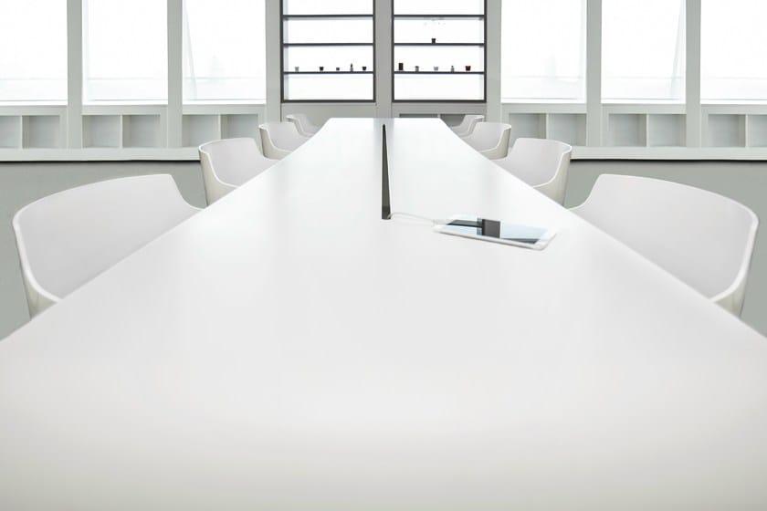 HI-MACS® - Design di mobili Desk at LG Electronics Showroom, Milan - Photo: Alex Giomo