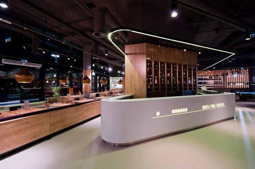 HI-MACS® - Allestimento di negozi TrickShot - Design: Sebastian Mindroiu, Pick Two  - Fabricator: Atvangarde - Foto: Stelian Popa Material: HI-MACS® Alpine White