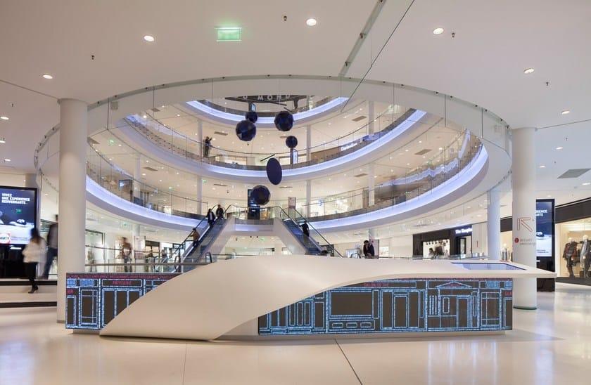 HI-MACS® - Allestimento di negozi Beaugrenelle Shopping Centre, Paris - Design: BRANDIMAGE - Manufacturing: ADJ - Photo credit: ©Mathieu Ducros - Materials: HI-MACS®, Alpine White, Fiery Red
