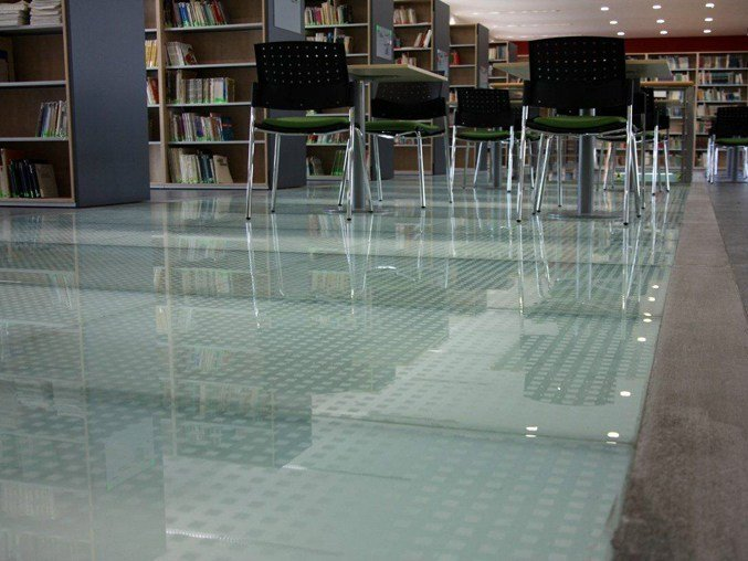 rev tement de sol anti glisse en verre lite floor by glassolutions. Black Bedroom Furniture Sets. Home Design Ideas