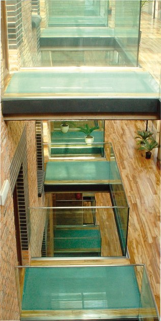 rev tement de sol anti glisse en verre lite floor by. Black Bedroom Furniture Sets. Home Design Ideas