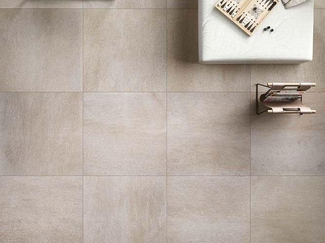 Pavimento in gres porcellanato effetto pietra per interni ed esterni