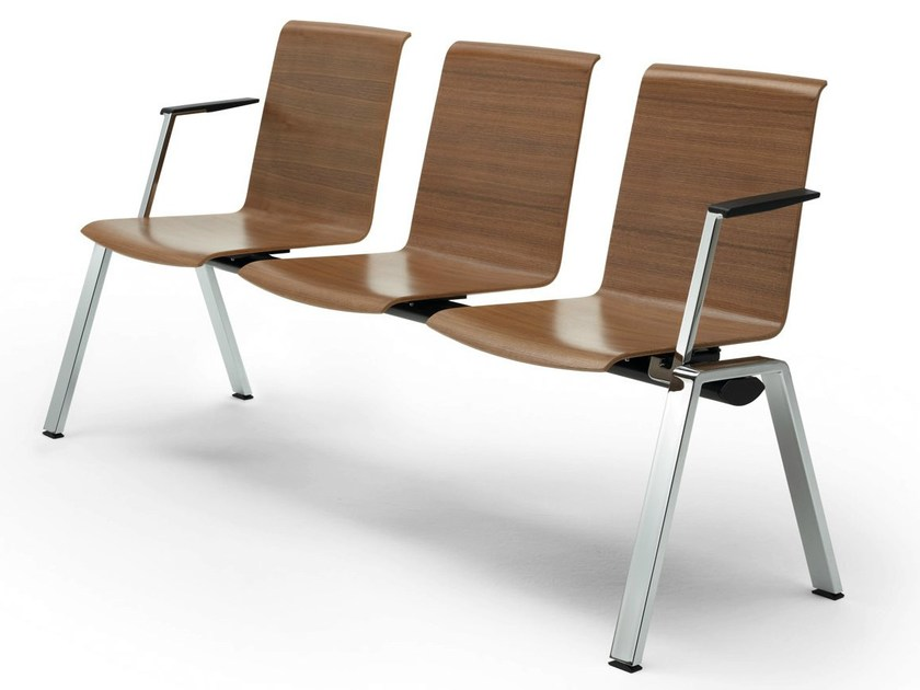 Freestanding beam seating with armrests PUBLICA | Beam seating with armrests by König Neurath