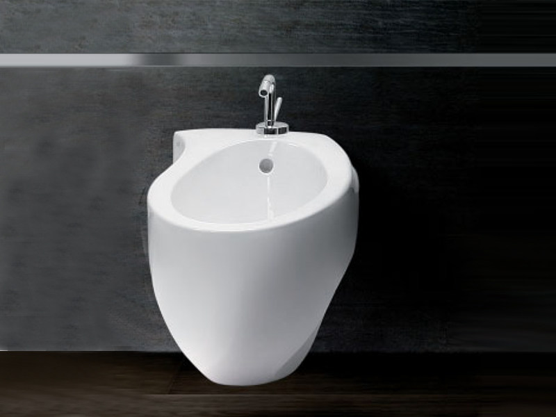 Bidet sospeso in ceramica ACCENT BIDET by A. e T. Italia