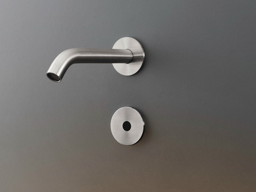 Wall mounted On/off infrared sensor IRS 03 by Ceadesign