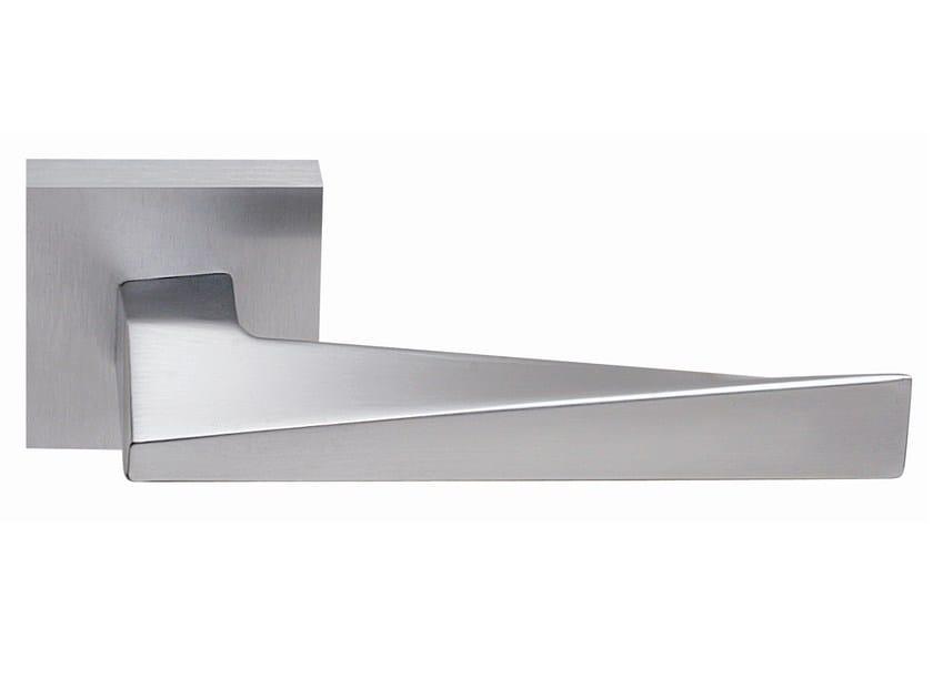 Brass door handle on rose satin chrome SWEEP | Door handle by Frascio