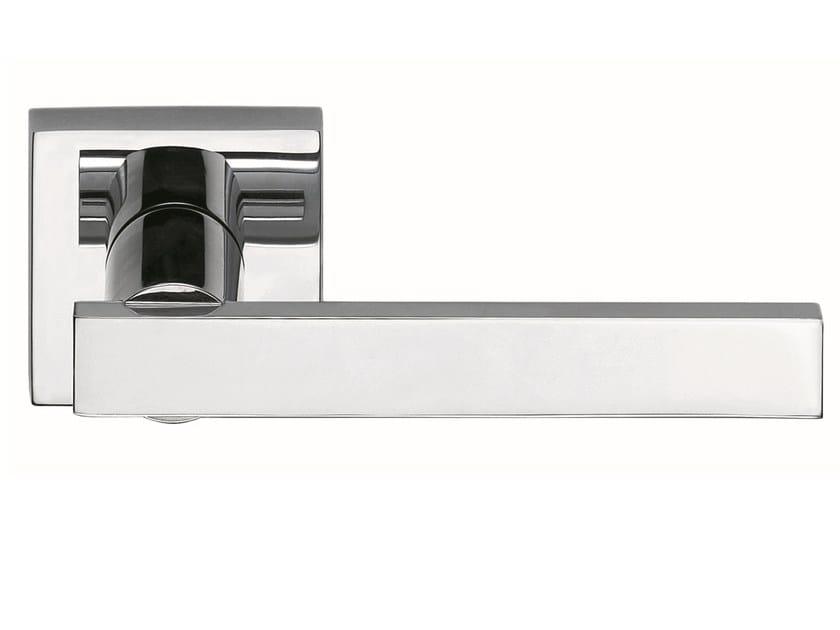 Zamak door handle on rose polished chrome KALÈ | Door handle by Frascio