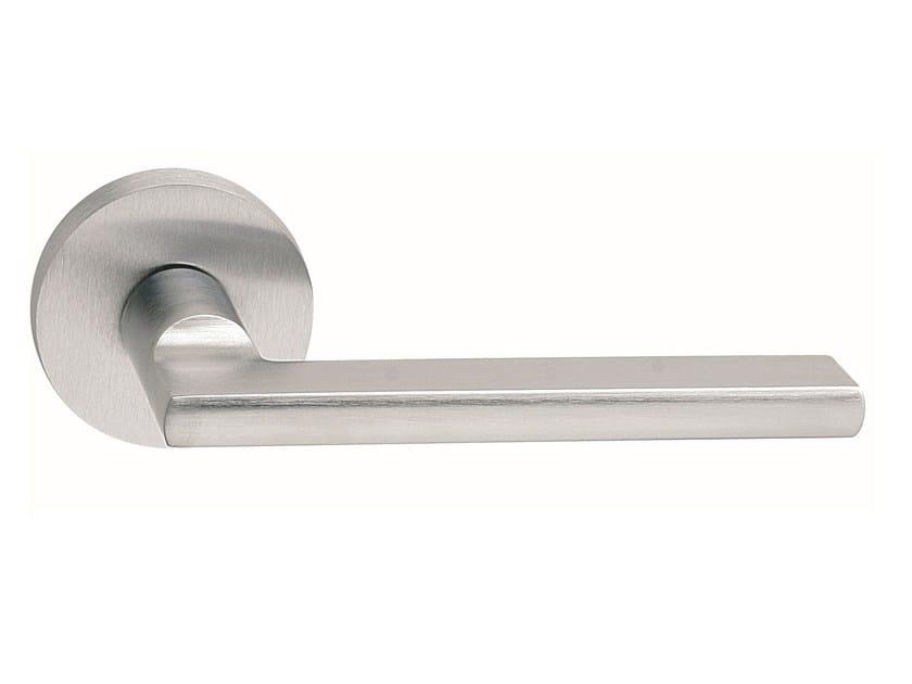 Zamak door handle on rose satin chrome METRO ROUND | Door handle by Frascio