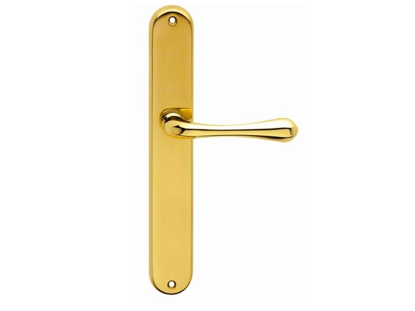 Brass door handle on back plate STAR | Brass door handle by Frascio