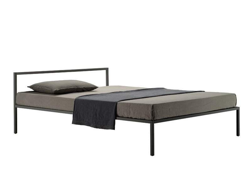 Steel double bed NYX 1706 by Zanotta