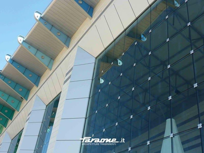 Point-fixed glass facade QUADRIFOGLIO by FARAONE