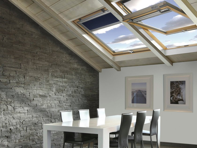 Finestra da tetto a bilico in legno lamellare style claus for Finestra da tetto