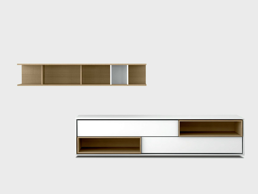 Lacquered solid wood storage wall AURA C4-2 by TREKU