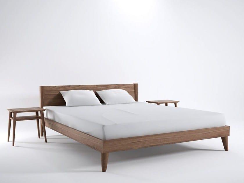 VINTAGE | King size bed By KARPENTER design Hugues Revuelta