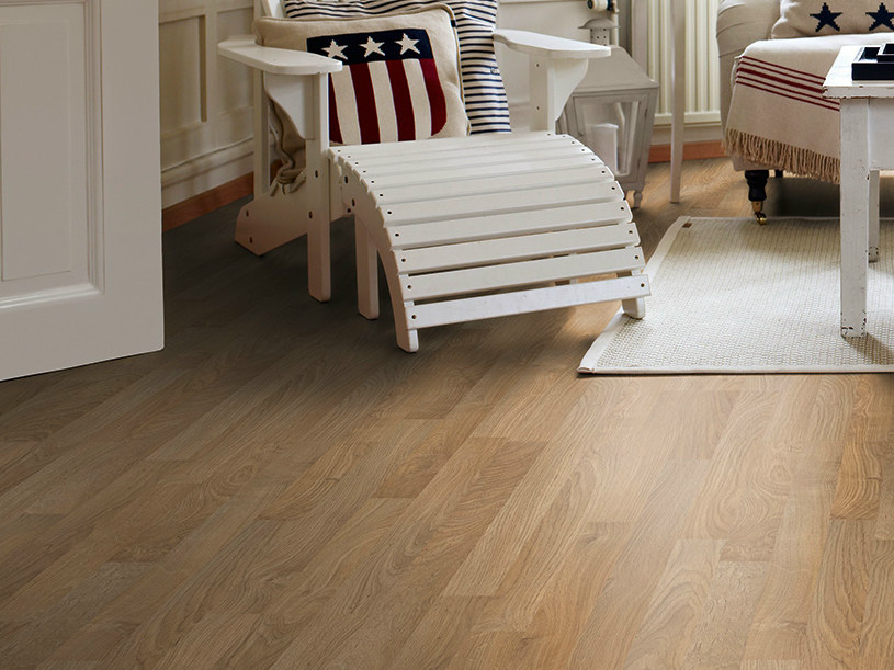Laminate flooring with wood effect CLASSIC OAK 3-STRIP by Pergo