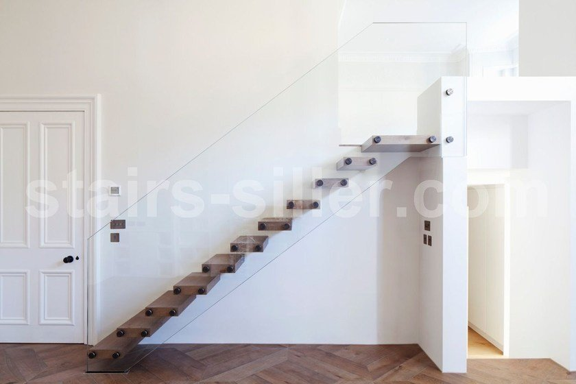 Self supporting straight glass cantilevered staircase MISTRAL | Solid wood cantilevered staircase by Siller Treppen