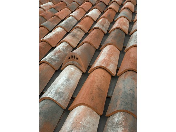 Clay bent roof tile COPPO 45 ANTICATO A BASE ROSSA by Tegolaia