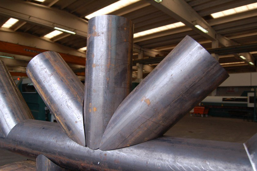 tubi in acciaio per tralicci