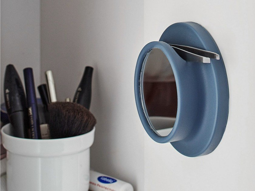 Round wall-mounted polyurethane gel shaving mirror MACRO by Geelli by C.S.