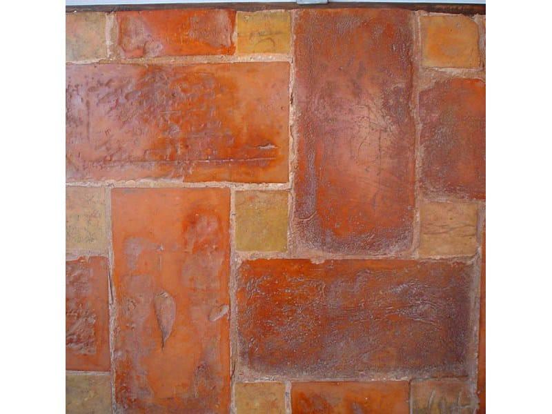 Pavimento tavella rossa con tozzetto giallo